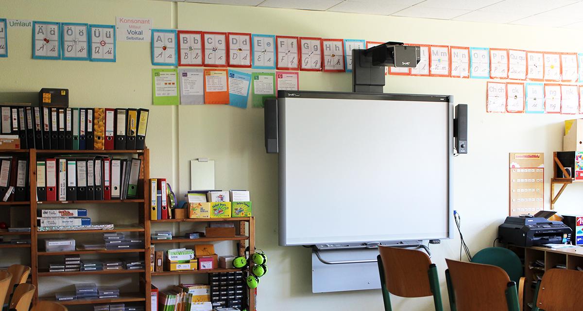 Unsere Klassenzimmer verfügen über moderne Technik